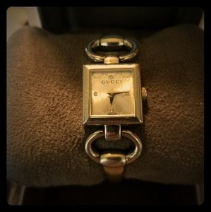 Authentic & serial numbered Gucci womens watch